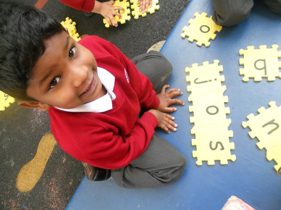 Sounding out words in Reception