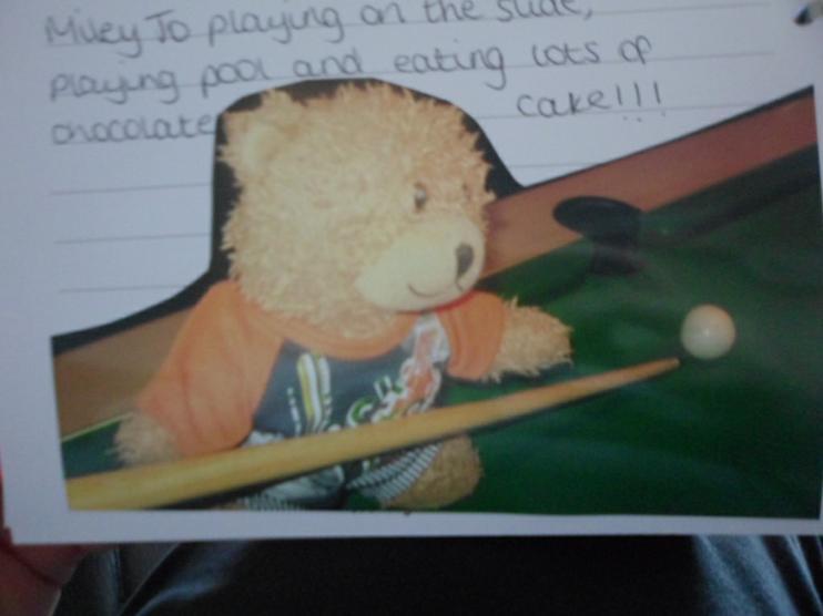 Jofli playing pool!