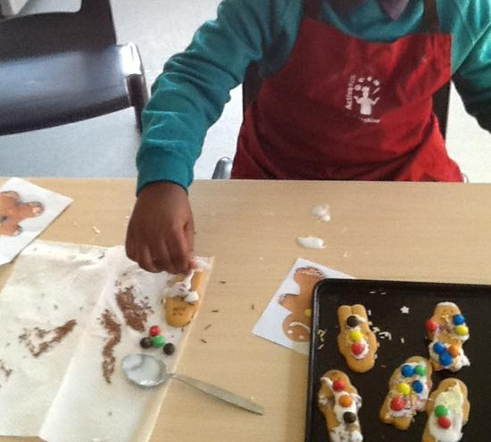 Icing gingerbread men