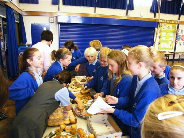 'Help for Heroes' cake sale
