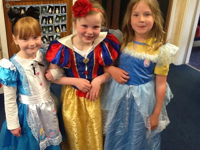 Three princesses in a talking school!
