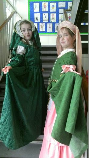 Freya and Niamh (6SM) - the haughty look!