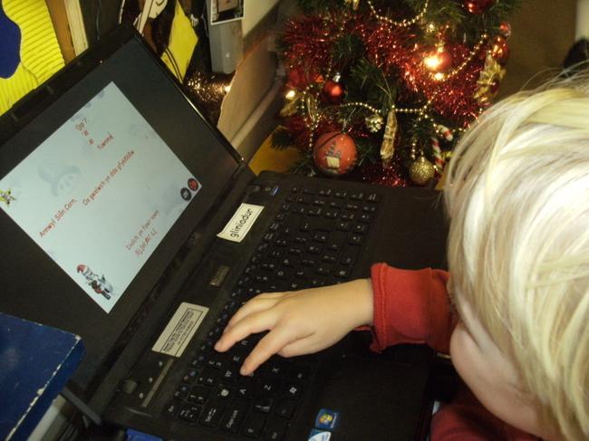 E bostio Sion Corn / An e mail to Santa!
