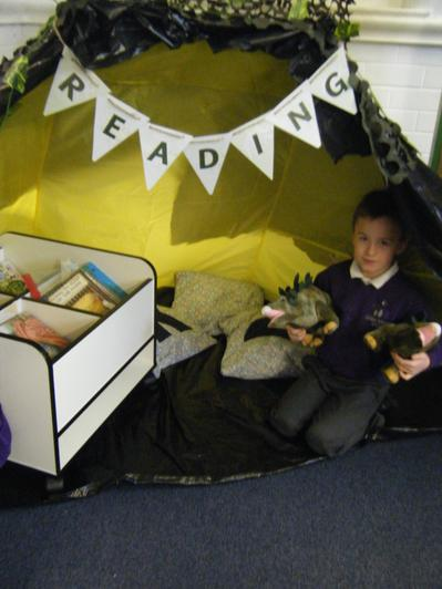 Reading area/Dinosaur cave