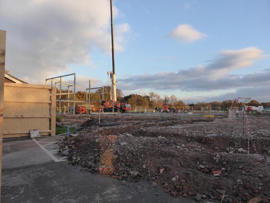 17th November - the steel frame starts to go up