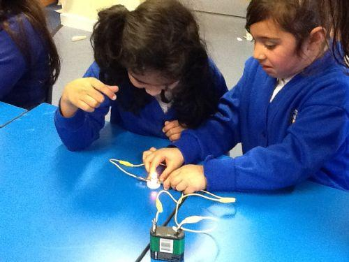 We used our iPads to draw circuits too!