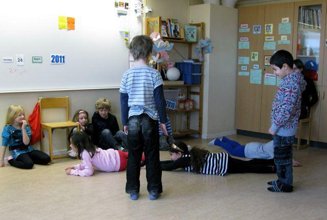 Ulriksberg: children making letters with their bod