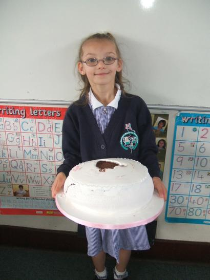 Layla shared her 1st Holy Communion cake.