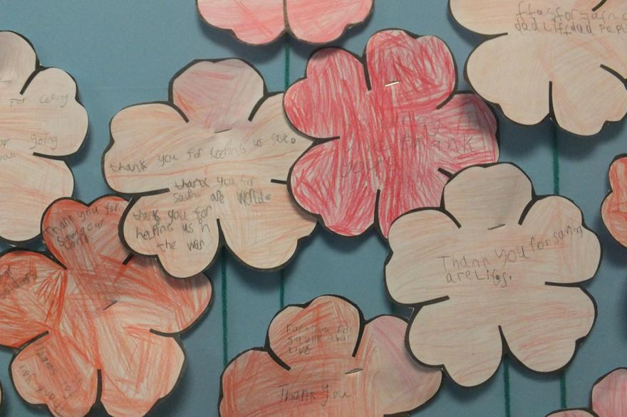 Young children show their thanks