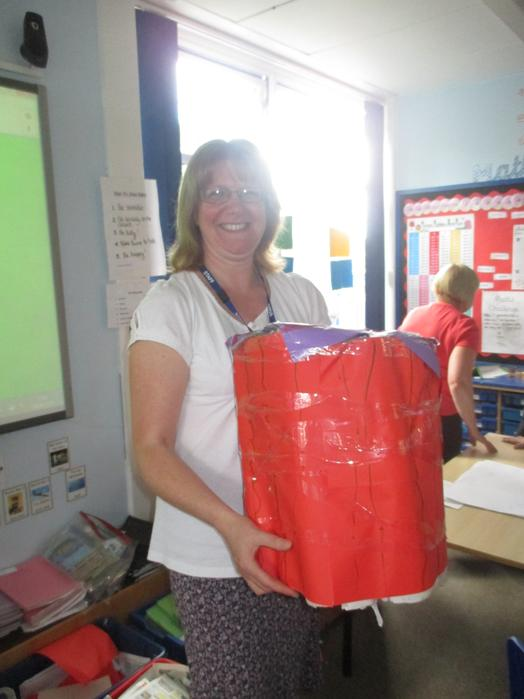 Mrs Clarke with Group 6's winning table!