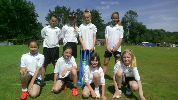 U11 Kwik Cricket team (girls) - Runners up!