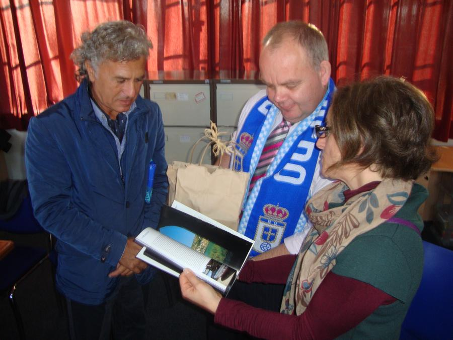 Presentation of gifts from Sicily