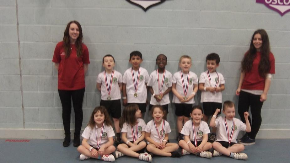 The team with their medals and the Campion leaders
