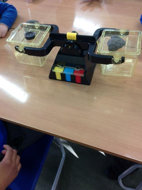 We made a 100g weight . We estimated then checked.