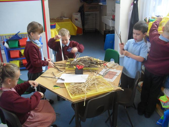 We used the same materials as the little pigs to make our own houses and role-played the story.