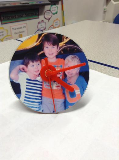 A working personalised photo clock