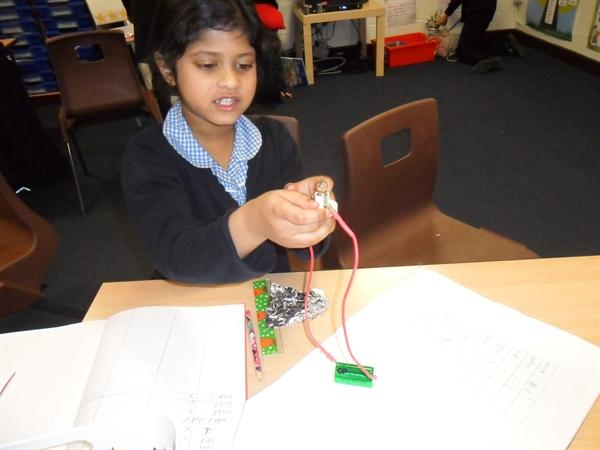 Making electric circuits in Science