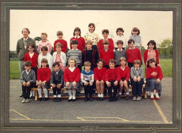 Class photo from 1986