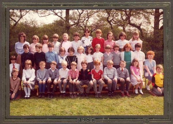 Class photo from 1985
