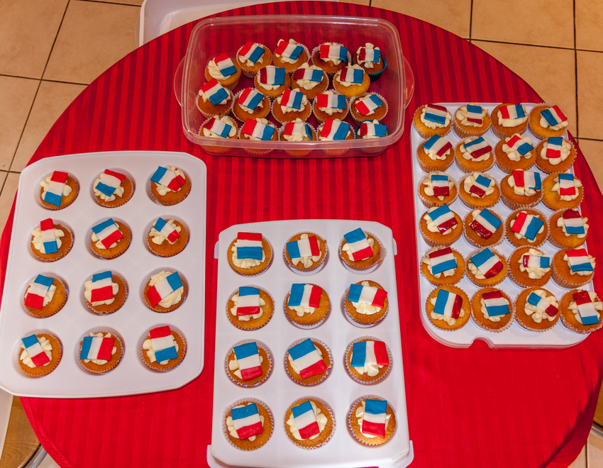 Governor makes 100 cakes for French Wonder Day