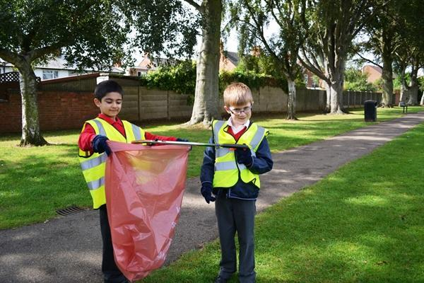 Litter picking in East Field Park with 'Norse'