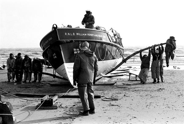Recovering lifeboat Bridlington