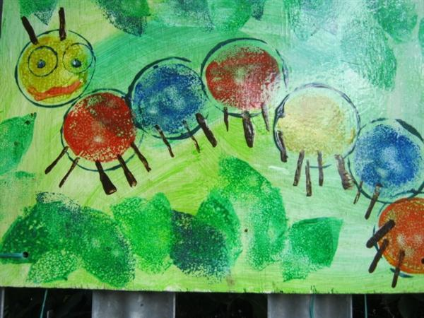 This is our caterpillar painting.Can you find it?