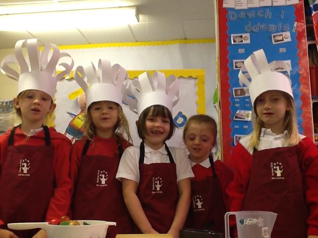 Ffilmio rhaglen goginio! Filming our cookery show!