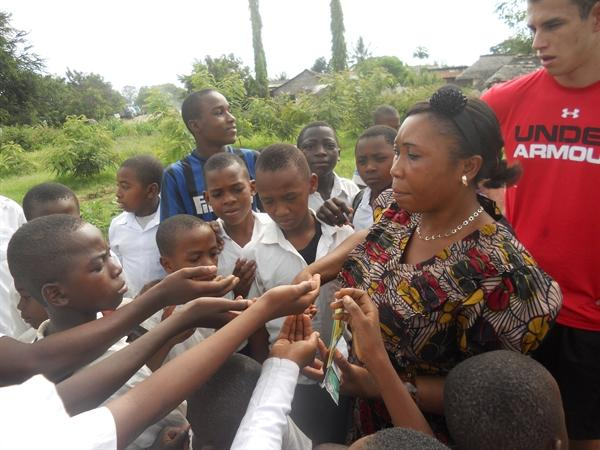 Mrs Mbelwa handed out the seeds for planting.