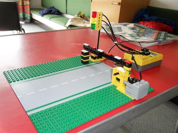 Lego Technology Club - Traffic lights and barrier