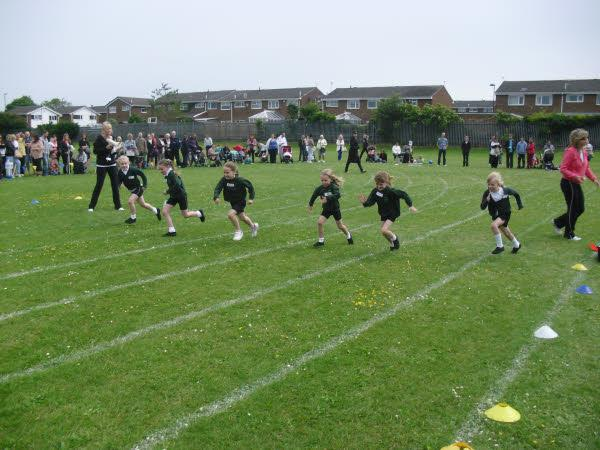 The children sprint to the finish line!