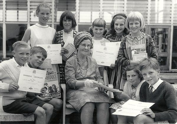 Miss O Wilson presenting prizes July 1967