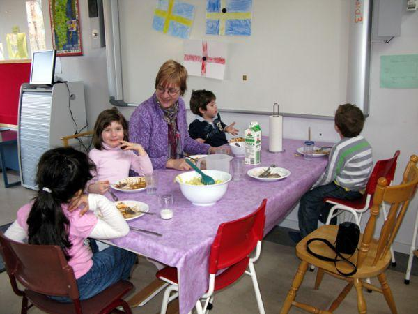 Ulriksberg: teachers have lunch with the children