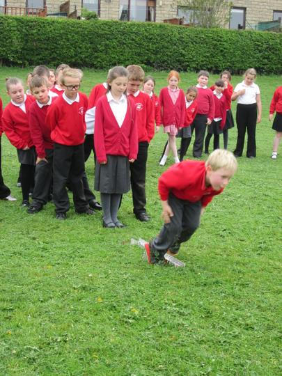 Brother Craig shows Class 4 how it Iis done!