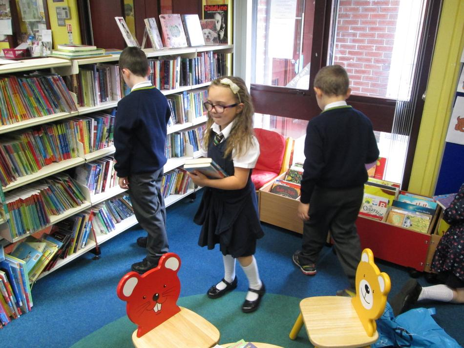 Now it is time to choose our books.