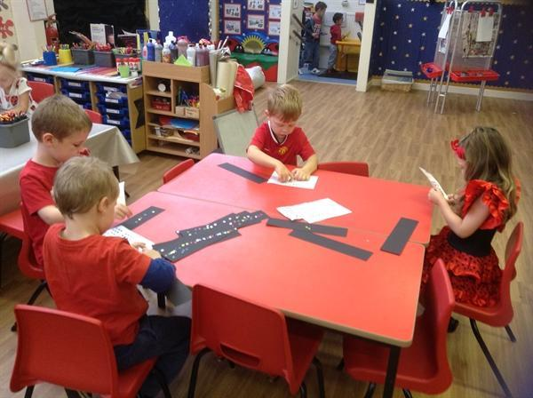 Making repeating patterns with coloured stars!